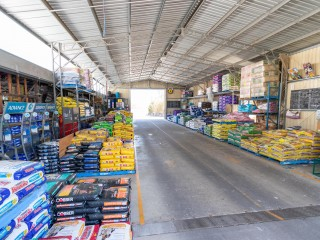 Retail - Pets, Stockfeed & Produce