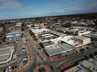 Vacant shop in busy shopping complex Echuca Vic - low rent/outgoings, suit a variety of uses